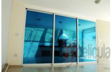 Película Espelhada Metalizada Azul Intenso Dia Externo
